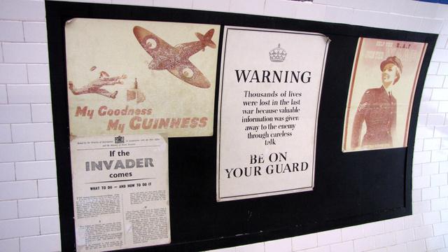 Hiába no, a sörére még háborúban is vigyázzon az ember. Illetve ne pletykáljon, mert az ellenség mindent hall. Ilyen poszterek borították a korabeli metróállomások falait. Ide, a londoni metró állomásaiba és az alagutakba húzódtak az emberek a bombák elől