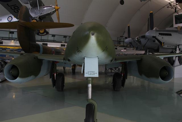 A Messerschmitt Me-262 volt a világ első hadrendbe állított, sorozatgyártású sugárhajtóműves vadászgépe. 900 km/órás sebességével jóval gyorsabb volt minden légcsavaros hatóműves gépnél, ezért levegőben megsemmisíteni, ha nem is lehetetlen, de nagyon nehéz volt. A szövetséges vadászrepülők igyekeztek vagy még a földön, vagy leszállás közben kilőni őket, illetve rendszeresen bombázták a Me-262-k reptereit