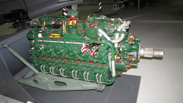 Így néz ki egy 2250 lóerős, H-alakban elrendezett 24 hengeres Napier Sabre III motor. Hawker Typhoon és Tempest gépekbe szerelték