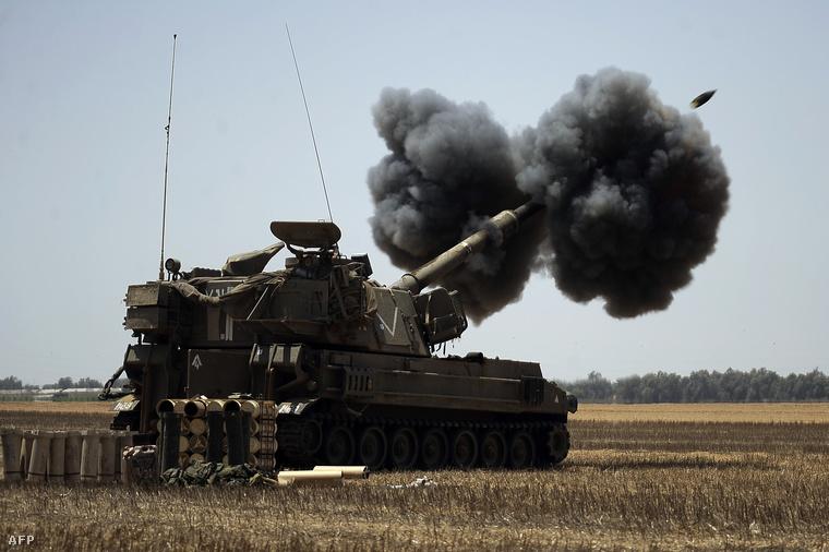 Izraeli tüzérségi egység lövi a gázai övezetet augusztus 2-án