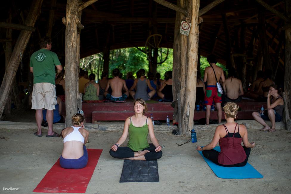 A fesztiválon különböző gyógyító technikákat (shiatzu, vezetett relaxáció, prana nadi, ma uri, kranio sacral terápia, tibeti hangtál) is lehet gyakorolni. A Piramisban a mozgáskultúrára koncentráltak, ahol az acro jóga, az aikido, az ashtanga jóga, a hastánc, a capoeira, a chi kung, a chi practice, a flamenco, a reggeli jóga, a pilates, a tradítionális balinéz tánc, a wing tsun és a yogalates volt a főszereplő.