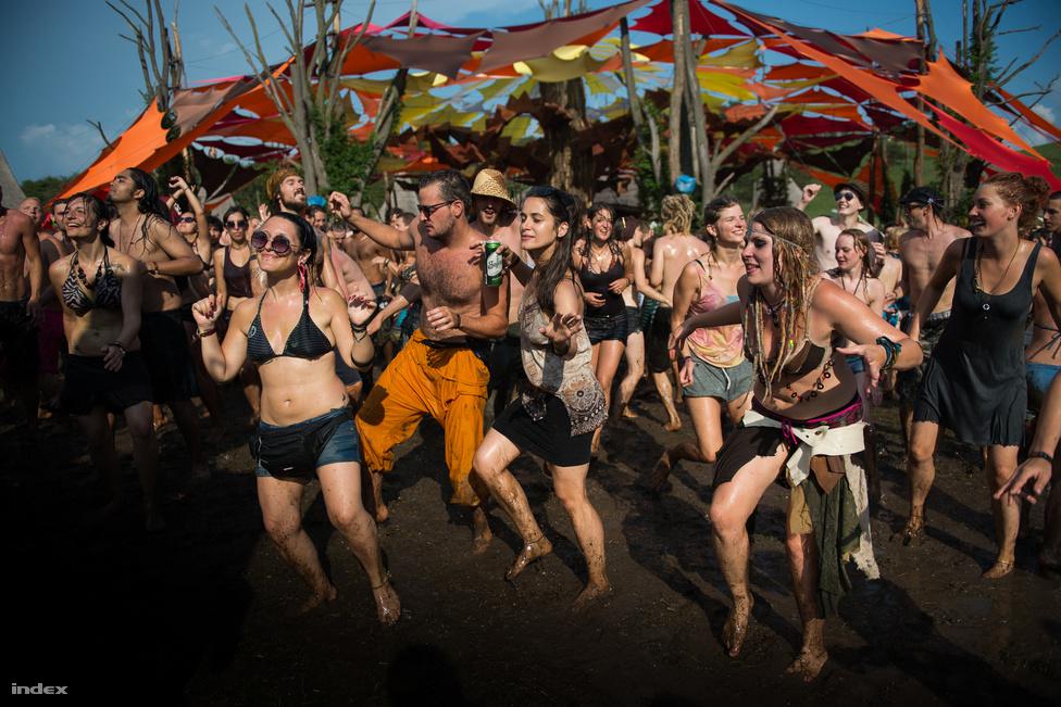 Az első fesztivált 1999-ben rendezték meg, amikor Magyarországon teljes napfogyatkozás volt. A rendezvény 2004-ben támadt fel újra.