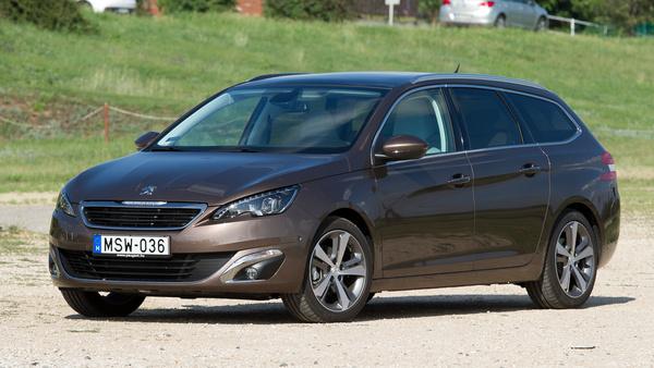 Elegáns, hosszú és csicsamentes a Peugeot