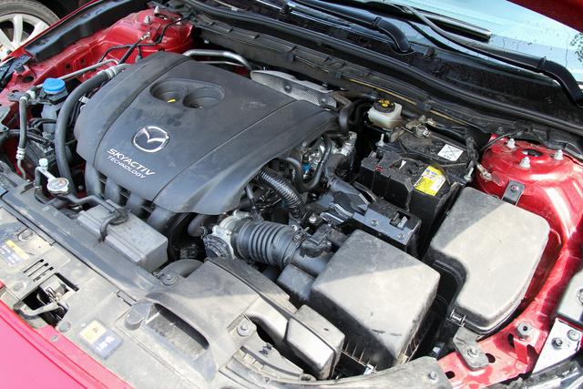 A kétliteres szívómotor volt a kakukktojás, a Mazda külön úton jár