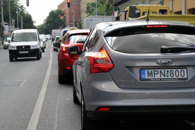 A Margit-híd felé kezdődött sűrűsödni a forgalom