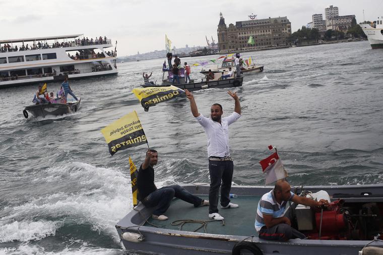 Kurd szimpatizánsok kampányolnak a közelgő törökországi választások előtt