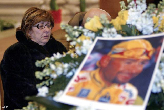 Torina Pantani fia temetésén, 2004. február 17-én