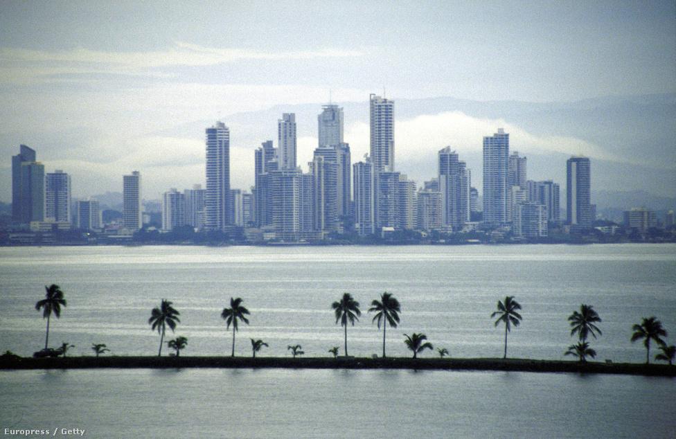 Panamaváros 1998-ban. Az Igaz ügy-hadművelet során Panama fővárosa volt az akciók elsődleges célpontja. Ezrek váltak hajléktalanná, panamai források szerint a bombázások és más fegyveres összetűzések okozta károk az egymilliárd dollárt is meghaladták.