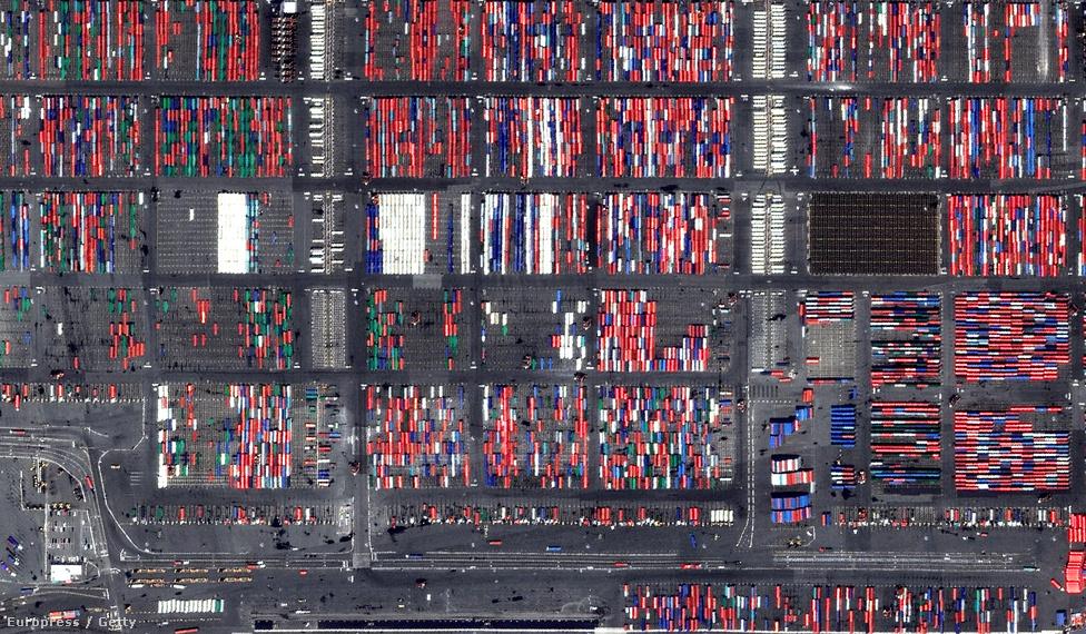 Szállításra váró konténerek a New Jersey-i Port Newark kikötőben.