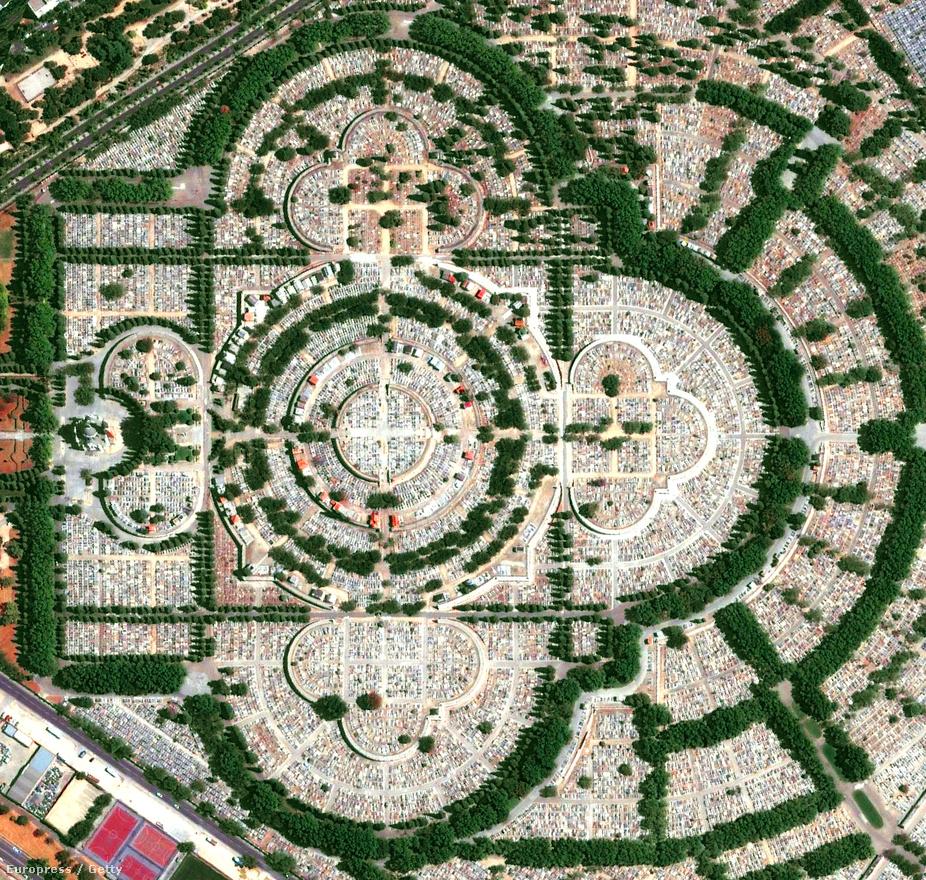A madridi Almudena temető 5 millió ember végső nyughelye.