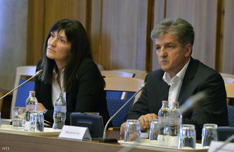 A Nemzetbiztonsági Szakszolgálat főigazgatói pozíciójára jelölt Szabó Hedvig és Tasnádi László a Belügyminisztérium rendészeti államtitkára a jelölt meghallgatásán az Országgyűlés nemzetbiztonsági bizottságának ülésén 2014. július 21-én.