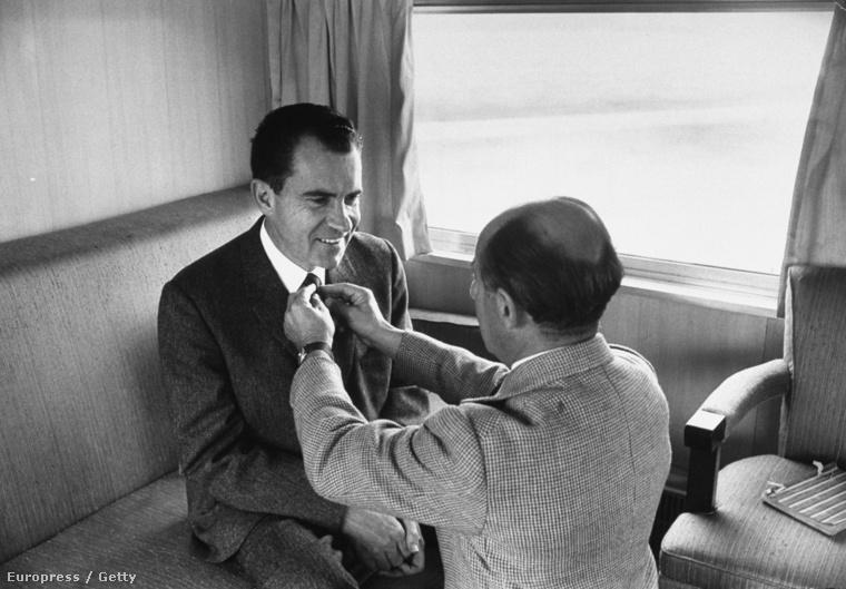 Alfred Eisenstaedt - a fotós - igazgatja az elnök nyakkendőjét egy kampánykörúton