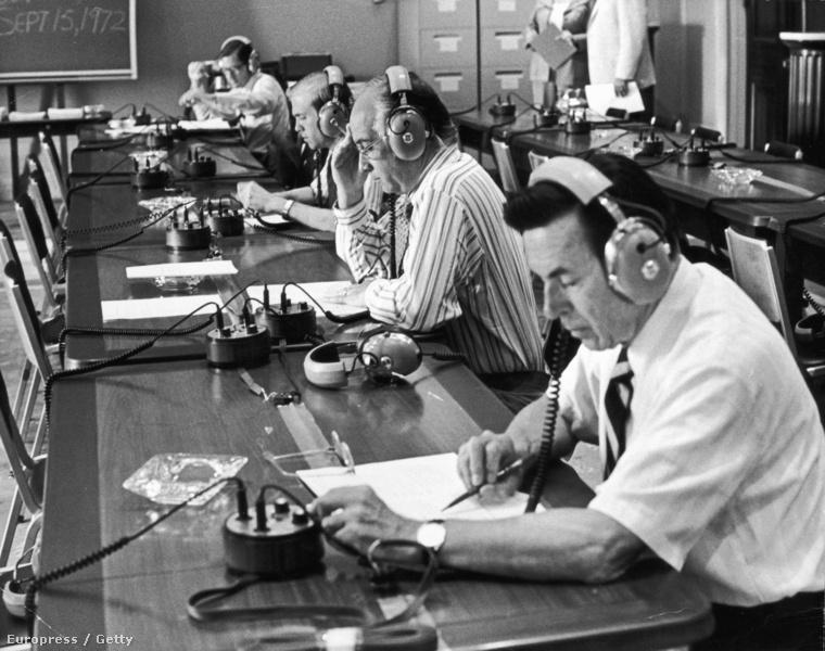 A Nixon-ügy hangfelvételeit tanulmányozzák a bírók 1974-ben
