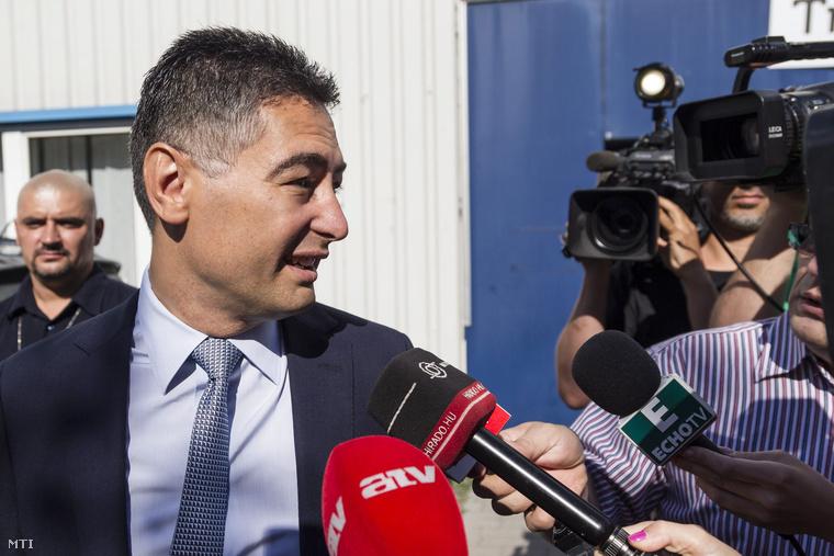 Horváth Csaba érkezik az MSZP rendkívüli tisztújító kongresszusára a budapesti Syma Rendezvénycsarnokba 2014. július 19-én.