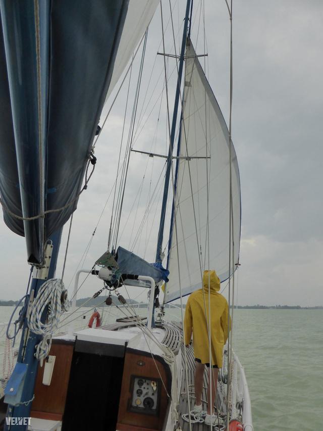 Persze amikor mi hajóztunk, szinte azonnal eleredt az eső