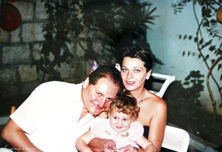 Carlos és családja Kartúnban, 1994-ben
