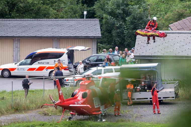 Helikopterrel mentik a sebesülteket Tiefencastel közelében