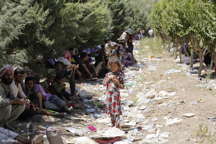 Jazidi menekültek a Szindzsár-hegyen