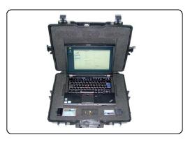 Ilyen egy igazi kiberkém táskája, benne minden fontos hardverrel