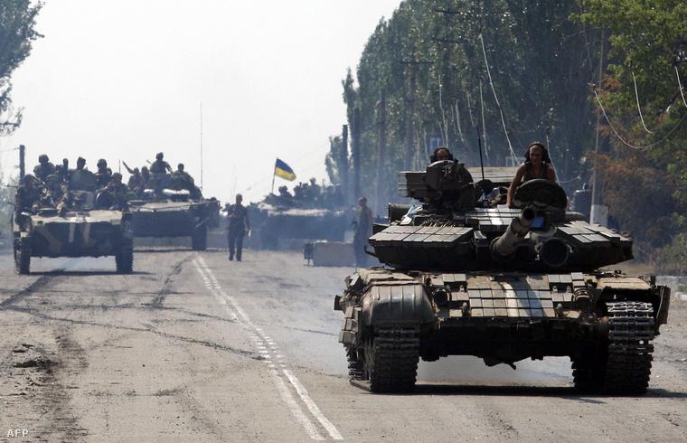 Ukrán tankok Donyeck közelében, augusztus 14-én
