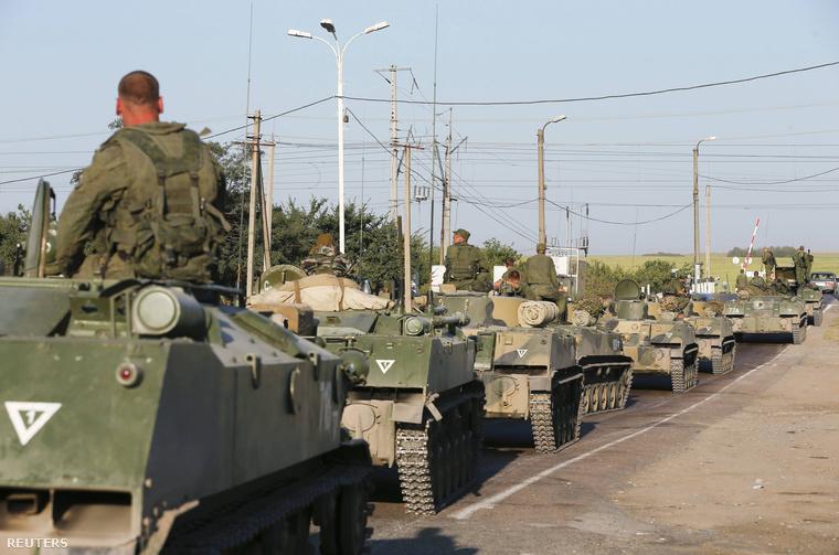 Az orosz katonai konvoj, ami a segélyszállítmány mellett indult meg az ukrán határ felé.