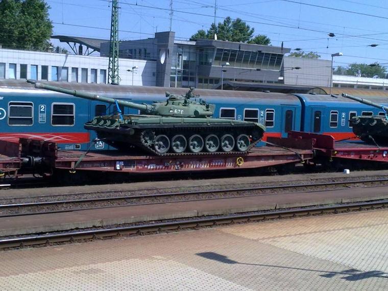 A hifdfo.net három olvasói fotóra hivatkozik, melyek augusztus 2.-án készülhettek a magyar T-72-esekről Nyíregyházánál.