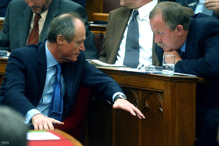 Medgyessy és Kuncze a Parlamentben, 2004 júniusában