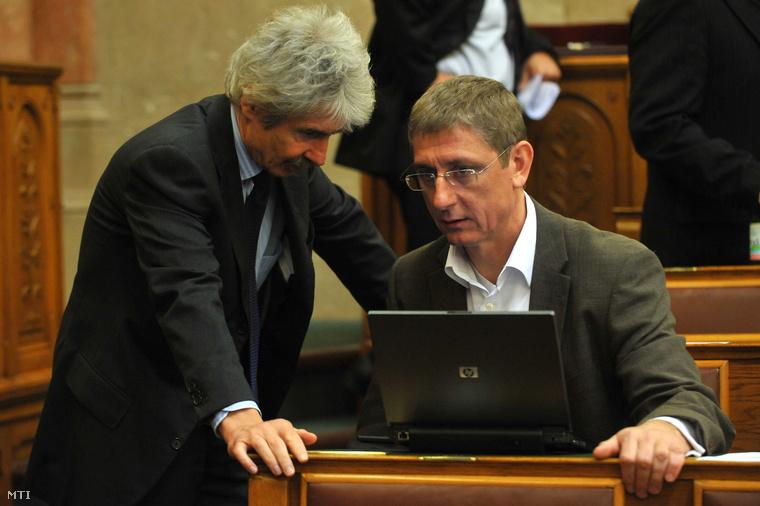 Baja és Gyurcsány Ferenc az Országgyűlés plenáris ülésén, 2010-ben