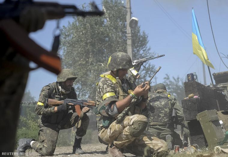 Ukrán katonák egy Donyeck melletti ellenőrzőponton