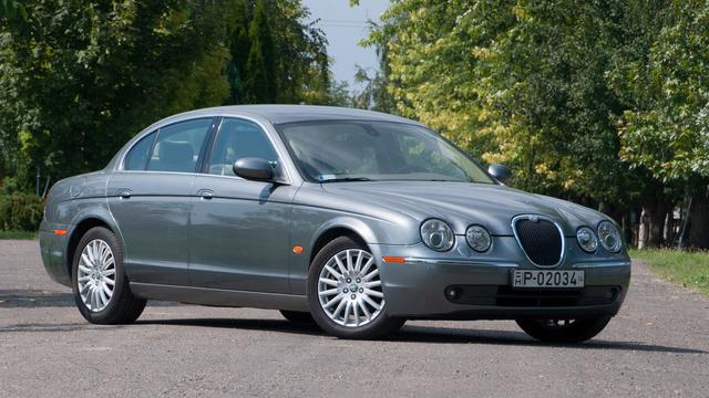 Megosztó a forma, nekem bejön a klasszikus, négylámpás Jaguar-maszk.