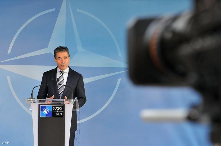 Anders Fogh Rasmussen NATO-főtitkár korábban többször felszólította a szövetség tagjait, hogy szenteljenek nagyobb figyelmet a katonaság fejlesztésére.