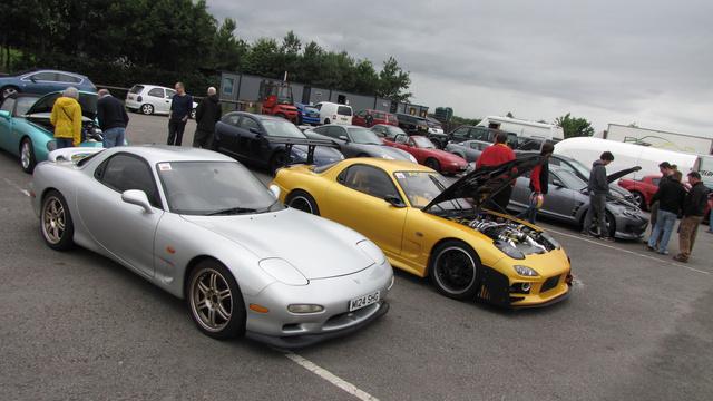 Vagy egy tucat Wankel-motoros Mazda volt a  a pályán, RX-7 és RX-8 tulajok játszottak