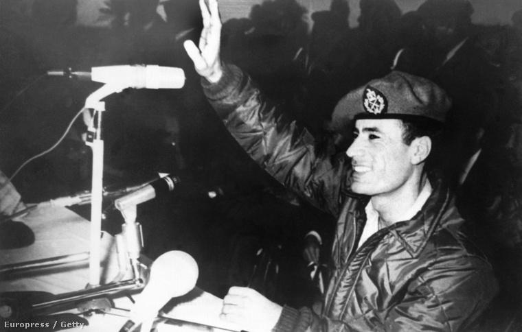 Moammer Kadhafi első nyilvános beszédét tartja Idrisz király rezsimjének megdöntését követően,1969. november 14-én.