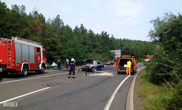 Augusztus 23-án, 11 óra 38 perckor ütközött össze két autó frontálisan, a kettes úton, Szob után. Az Audi nagyon gyorsan ment, mondják nem hivatalos forrásaink