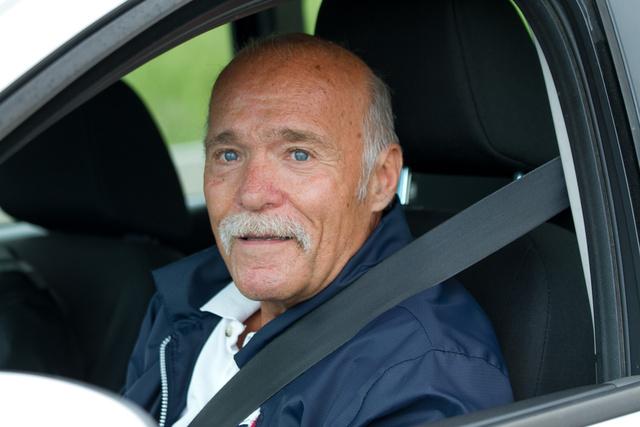 Pesoldt Ferenc több mint tíz éve oktatja az autósokat a Hungaroring vezetéstechnikai pályáján. A kisujjában vannak a túlélési módszerek