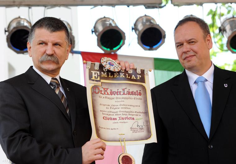 Kolovics János és Kövér László Szigetvár főterén2012. április 21-én.