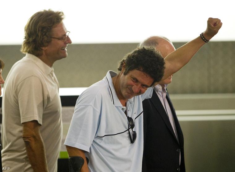 A spanyol Roque Pascual (baloldalt) és Albert Vilalta 2010 augusztusában szabadult az Al-Kaida 9 hónapig tartó fogságából