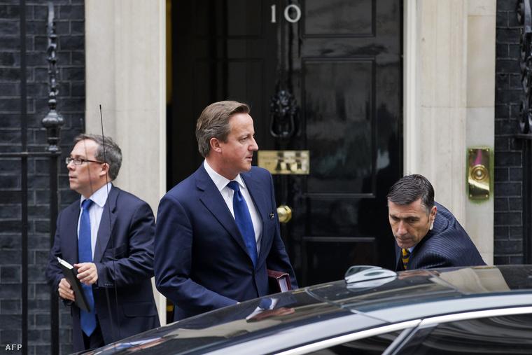 David Cameron a válságtanácskozásról jövet