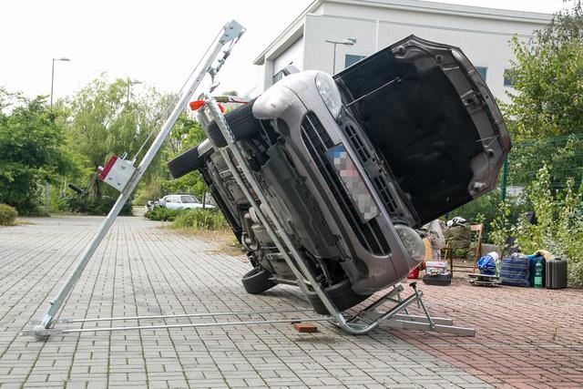 A motorháztető zsanérjaiért kicsit aggódtam, de nyilván sokszor elpróbált műsorszám volt