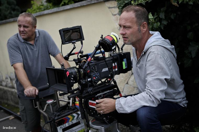 A film rendezője külön figyelmet szentelt annak, hogy az egyik kamera mögött tapasztalt veteránok legyenek.