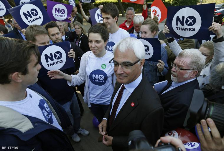 Alistair Darling, az elszakadás elleni kampány vezéralakja egy demonstráción