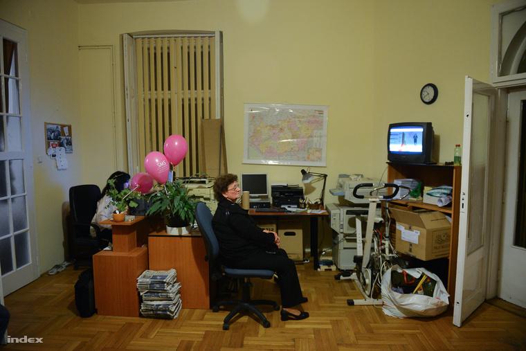 Eredményváró buli a választás éjszakáján a SMS párt központjában