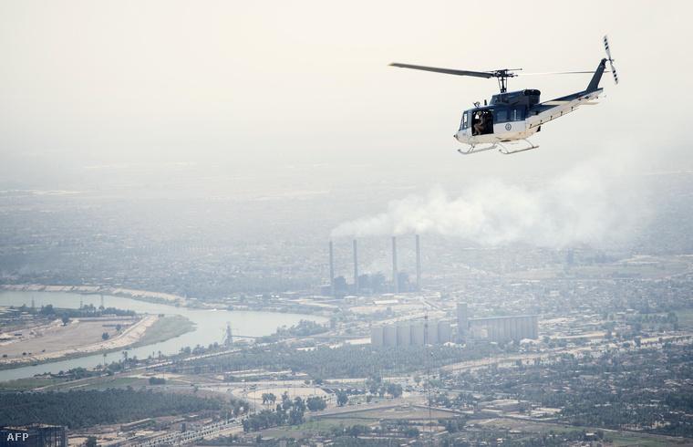 Az amerikai külügyminisztérium helikoptere Bagdad fölött szeptember 10-én