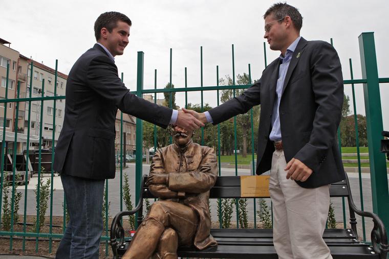 Kocsis Máté VIII. kerületi polgármester egyetlen eseményen avatott fel három szobrot.