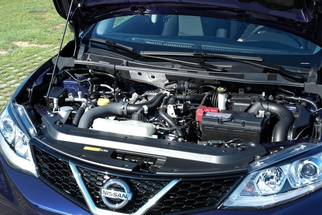 Nem mondom, hogy germános a rend a motortérben, de az 1,2-es benzines turbómotor finom és halk