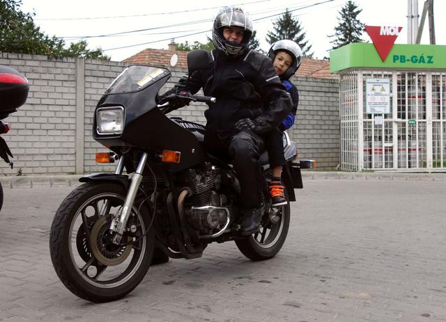 Profik vagyunk Bálint fiammal. A Yamaha már nincs meg, lett belőle egy kis papírzacskónyi Puch-alkatrész