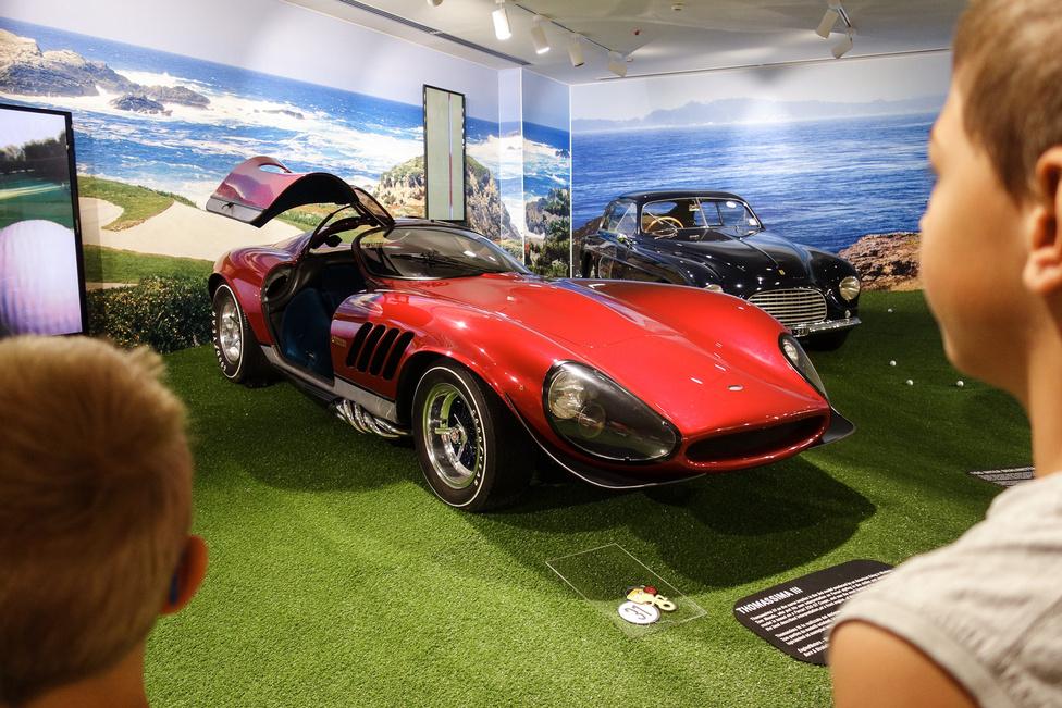 Szerencsére nem gyártották sorozatban a Thomassima III-at, mert egy ilyen még a hatvanas években, az akkor kötelező szerek hatása alatt is túlzás lett volna. A 250 GTB alapjára (de kár az elbontott autóért) egy Modenában élő amerikai, Tom Meade tervezett és készíttetett másik karosszériát. Ez már a harmadik autóátalakítása volt, jaj!