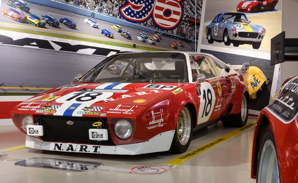 Az 1974-es Le Mans-i 24 órás versenyre a Ferrari saját versenyrészlegénél készült ez az átalakított 308 GT4/LM (a második szériás Dino, a Bertone-karosszériás). Megrendelője a híres amerikai Ferrari-disztribútor, háború utáni versenyző, Enzo Ferrari közeli barátja, az amerikai Luigi Chinetti volt, ezért is van Chinetti csapatának, a NART (North American Racing Team) logója a kötényen. A motor V8-as, háromliteres, 300 lóerős, de mivel Chinettinek soha nem sikerült szériaautónak elfogadtatnia, ezért a P1 kategóriában elért legjobb helye a 38. volt