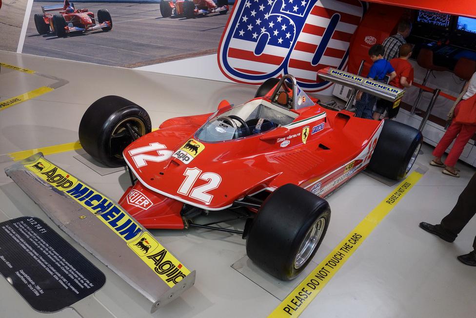 312 T4 F1: az utolsó 180 fokos hengerszögű V12-essel (sokan mondanák bokszernek, de ennél két-két hajtórúd azonos csapon van, tehát ez V-motor) szerelt Formula-1-es Ferrari. Ez konkrétan a dél-afrikai Jody Scheckter 1979-es világbajnokicím-nyertes autója, de vezette Gilles Villeneuve is. Háromliteres motorja 515 lóerős