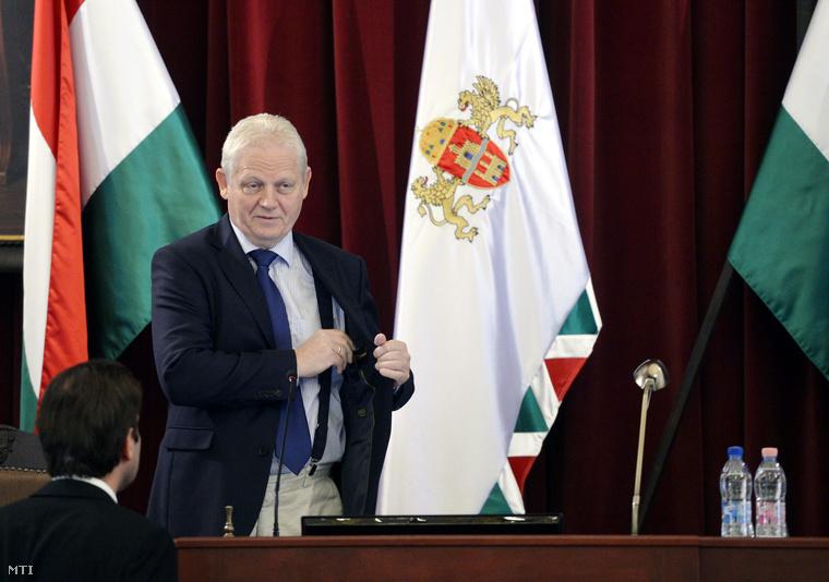 Tarlós István főpolgármester a Fővárosi Közgyűlés rendkívüli ülésén a városháza dísztermében 2014. augusztus 25-én.